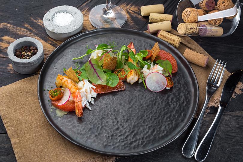 Сезонное меню в La Stanza bar. Салат с крабом