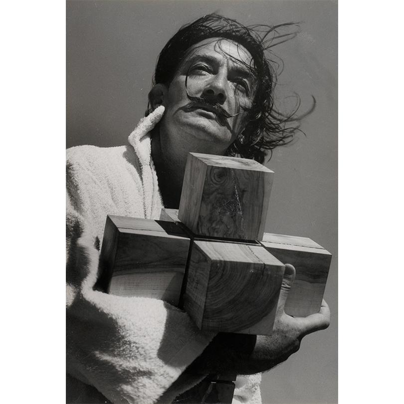 Франсеск Катала-Рока. Сальвадор Дали сгиперкубическим крестом.1953