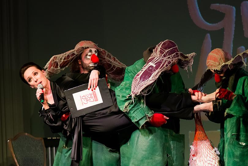 Выступление артистов шоу Славы Полунина