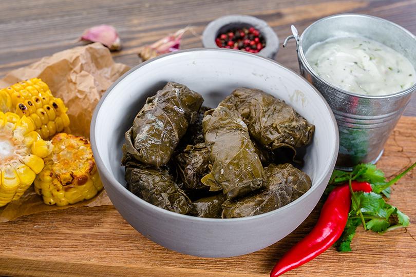 Крымско-татарская долма с печеной кукурузой