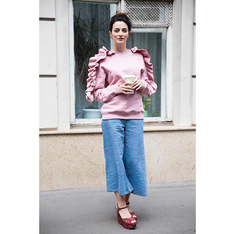 Трикотажная толстовка MSGM, джинсовые кюлоты Max&Co, туфли натанкетке Uterque