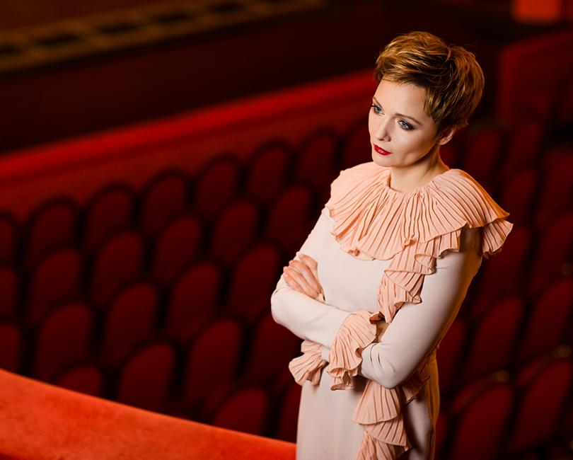 КиноТеатр: эксклюзивное интервью с актрисой театра и кино Дарьей Поверенновой. На Дарье: платье Daniil Antsiferov