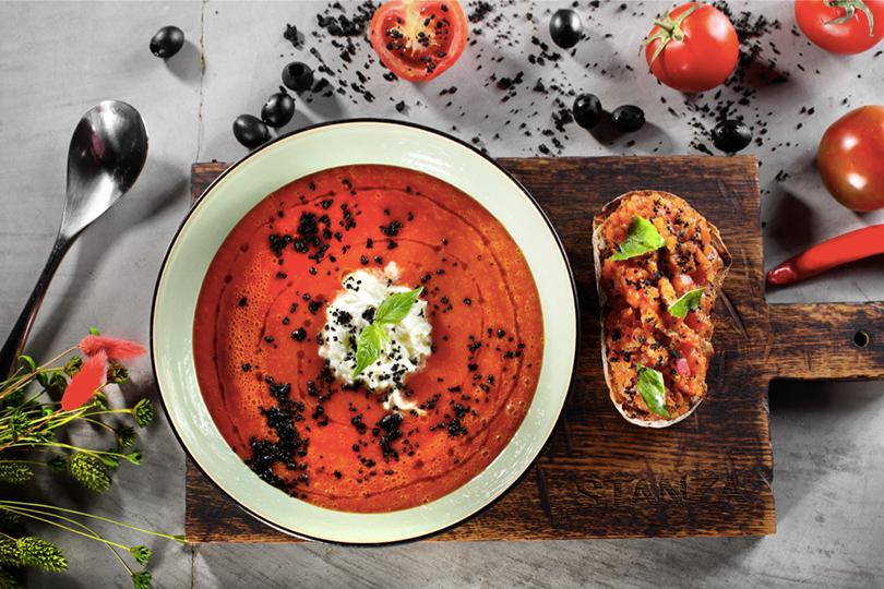 Идея дня: пробуем новое меню от Режиса Тригеля в La Stanza bar. Томатный суп со страчателлой