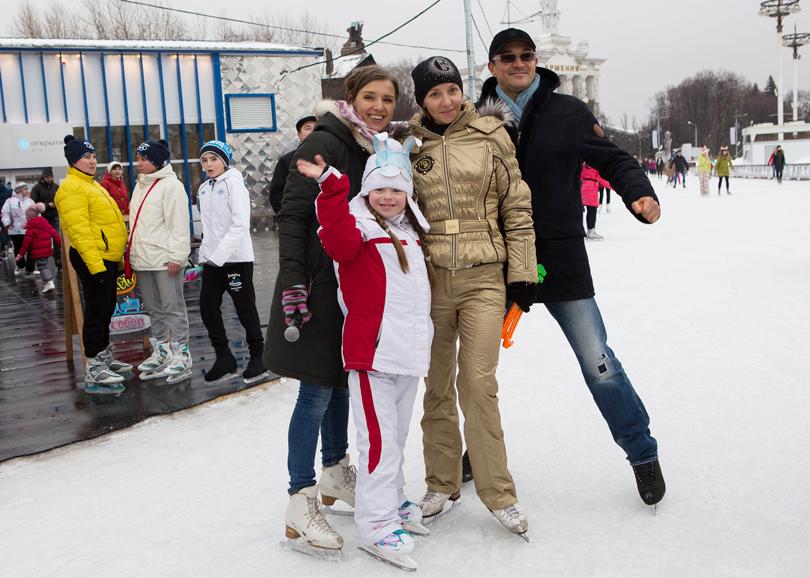 Благотворительный день на катке ВДНХ: Ксения Алферова, Татьяна Навка и Егор Бероев