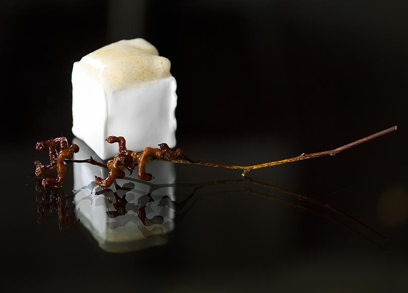 Ряженка излебяжьих печенок спастилой изантоновки и«деревянными» конфетами