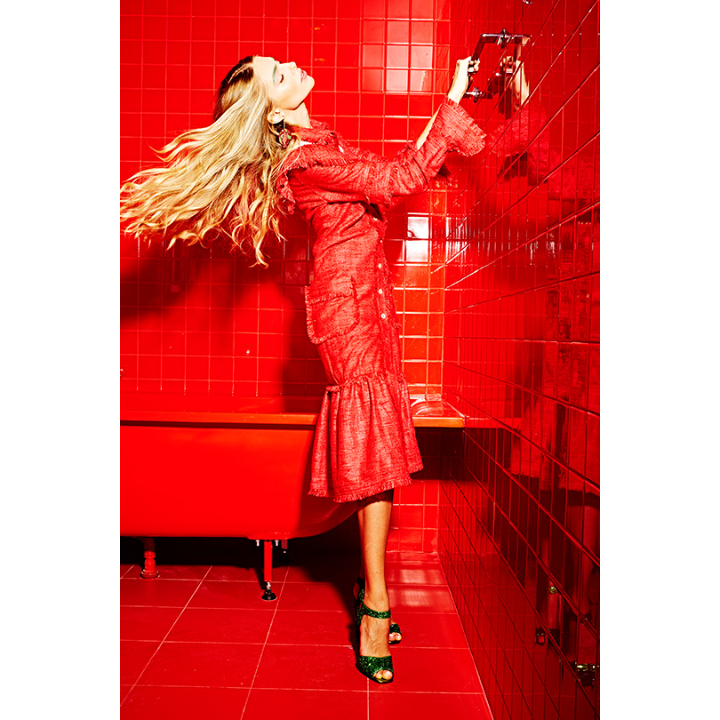 НаЯсмине: платье изльна Laroom, серьги-гранаты Masterpiece, кожаные туфли сглиттером Giuseppe Zanotti Design