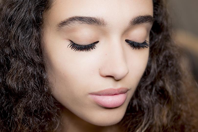 Как повторить макияж иукладку споказа Dior, если вынеПитер Филипс инеГвидо Палау. Тон