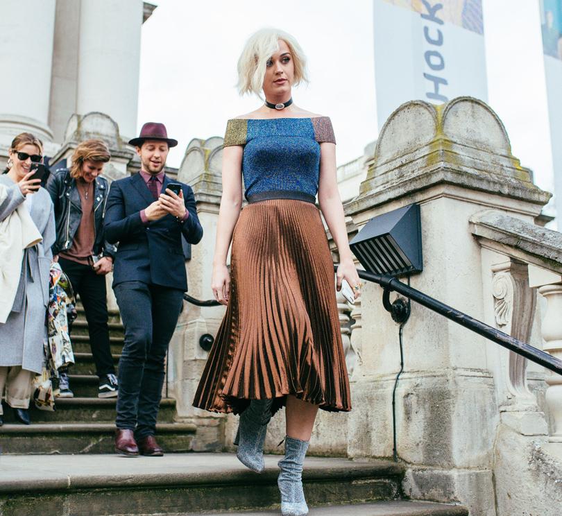 Style Notes: чем запомнился Лондон? Самые яркие моменты London Fashion Week. Кэти Перри перед показом Christopher Kane