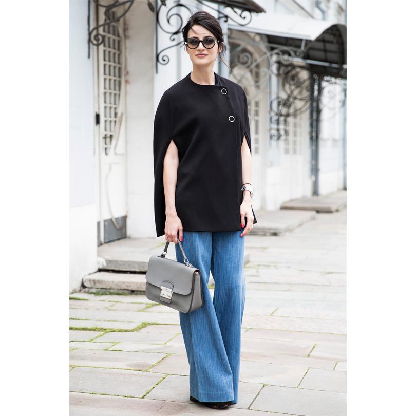 Кейп изшерсти икашемира Pinko, джинсы клёш Zara, туфли наплатформе Prada, солнцезащитные очки Fendi, сумка Miu Miu