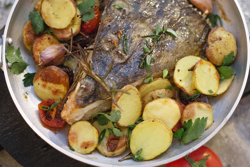 Рыбный ресторан «Клево». Черноморский калкан смолодым картофелем ипряными травами