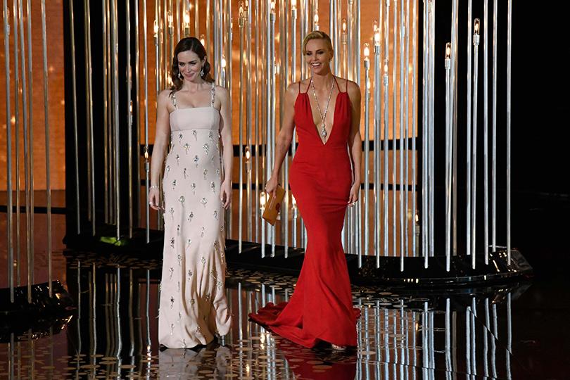 Oscars Special 2016: Эмили Блант иШарлиз Терон объявляли самую первую номинацию