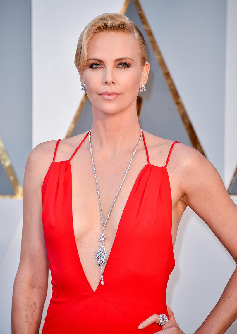 Ювелирные украшения звезд на церемонии «Оскар-2016»: Шарлиз Терон в Harry Winston