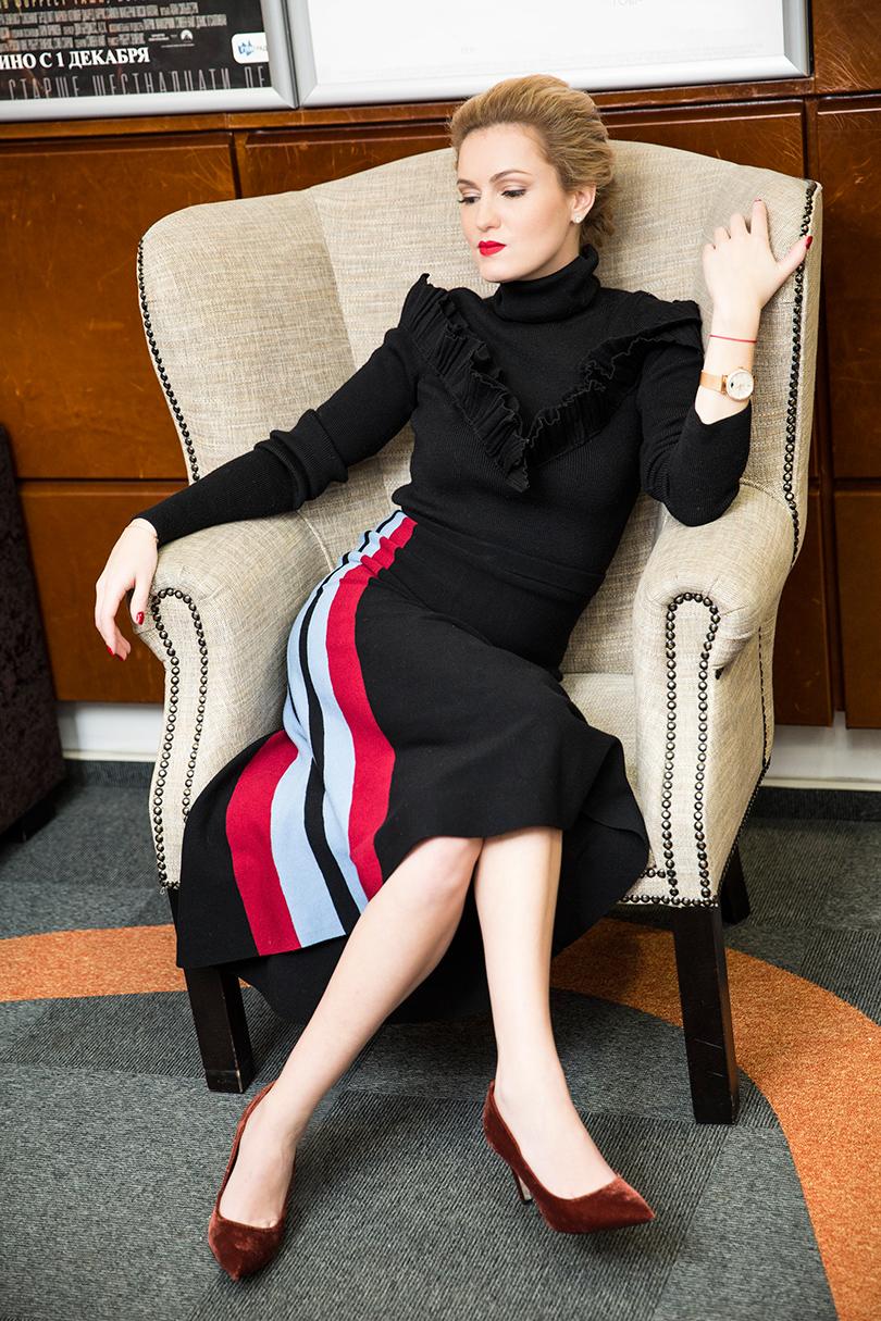 Woman in Power: Рената Пиотровски. НаРенате: свитер Dior, юбка Nude, туфли Uterque, часы IWC Portofino Automatic37 Moon Phase