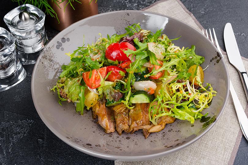 Дайджест: французское брассери, бар сосвежей рыбой ипоке идругие ресторанные открытия недели. Печёная утка с личи и овощами
