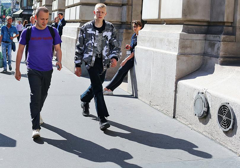 Street Style: лучшие образы на неделях мужской моды. Гоша Рубчинский