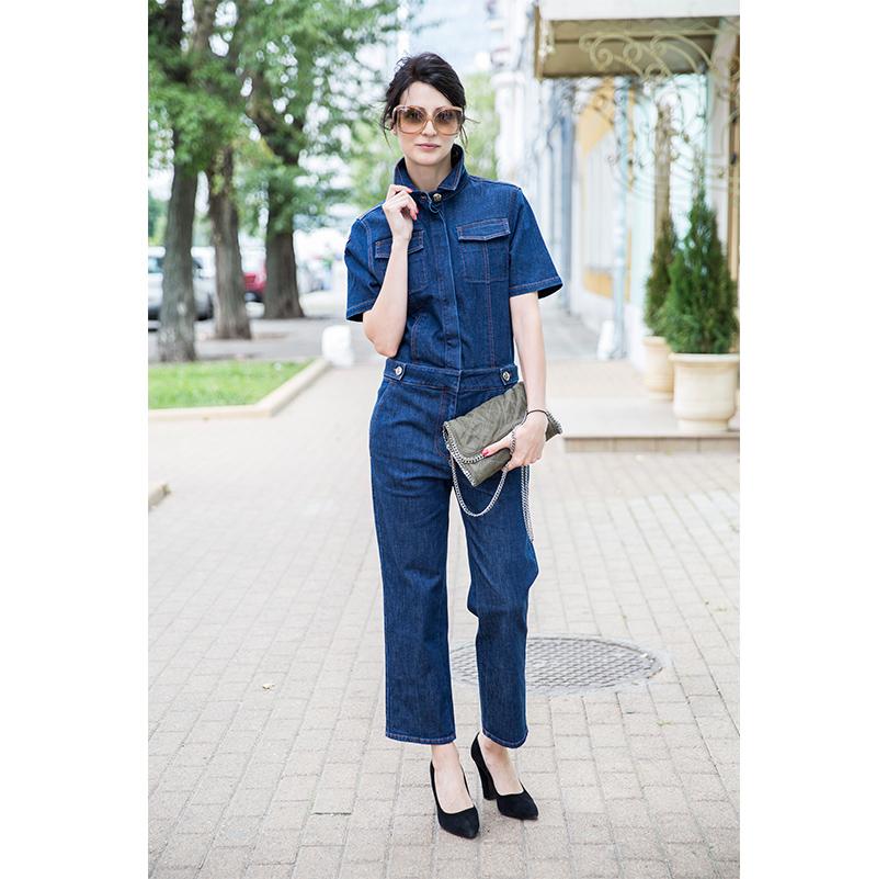 Комбинезон изплотного денима Sonia Rykiel, кожаные туфли исолнцезащитные очки Miu Miu, сумка изтекстиля Stella McCartney