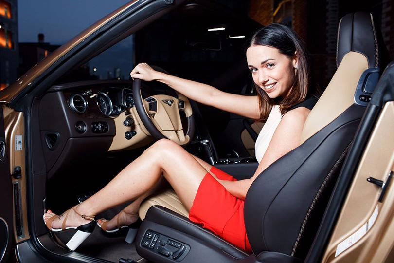 Светская хроника: премьера новых моделей Bentley на выставке Bentley. Be Extraordinary. Влада Покровская