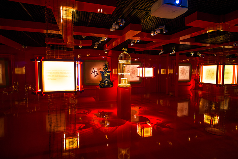 Art Weekend вМоскве: встречаемся всказке. Андерсен иЗверев вМузееАЗ. «Китайский император» Кати Филипповой и«Соловей» Рудольфа Серажетдинова