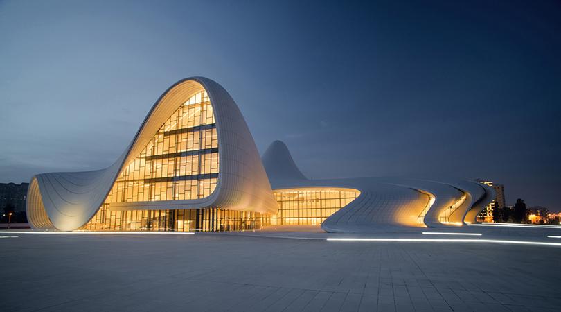 Культурный центр Гейдара Алиева вБаку, победитель премии «Дизайн года» лондонского Музея дизайна