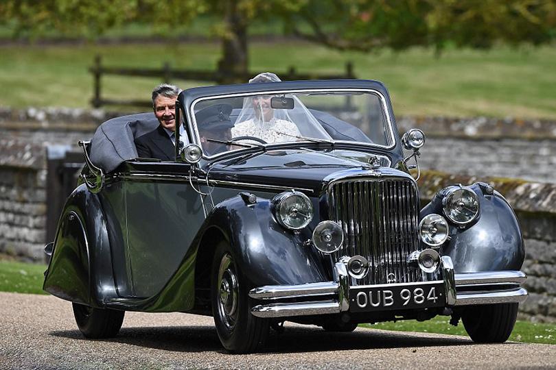 Кабриолеты Jaguar: любовь навсегда. Нацеремонию вцерковь Святого Марка вЭнглфилде Пиппу привез отец Майкл Миддлтон надругом редком «Ягуаре»— купе смягким откидным верхом MkV 1951года. Таких машин была произведена ровно тысяча.