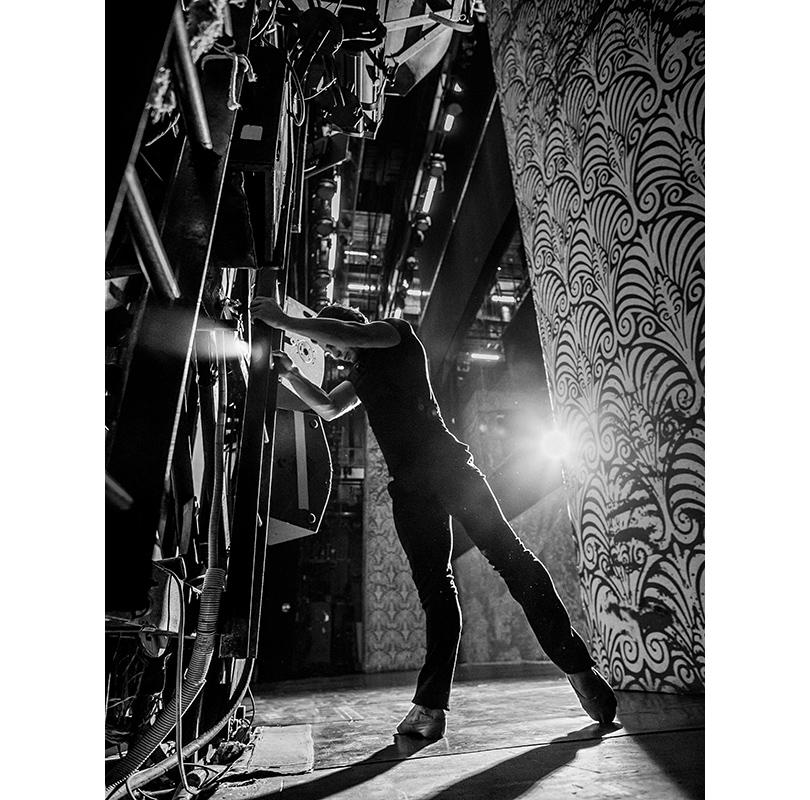 Балет: эксклюзивное интервью ифотосессия спремьером Михайловского театра Иваном Васильевым. НаИване: трикотажная футболка Ermengildo Zegna, брюки Boss