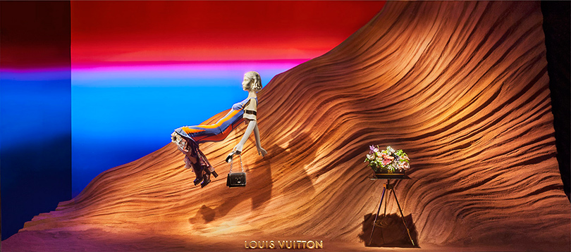 Style Notes: Louis Vuitton оформил витрины Printemps