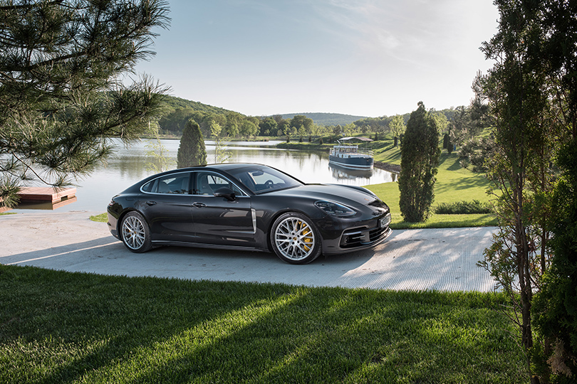 Cars with Jan Coomans. Porsche Panamera Turbo driven onthe road, aracetrack and into avineyard