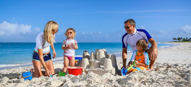 Health & Beauty: как правильно загорать на пляже? Обратите внимание наодежду