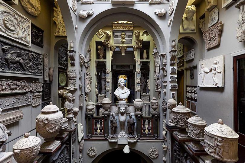 Дом как музей: как оформить интерьер античными скульптурами. Музей Соана, Лондон (13, Lincoln's Inn Fields)