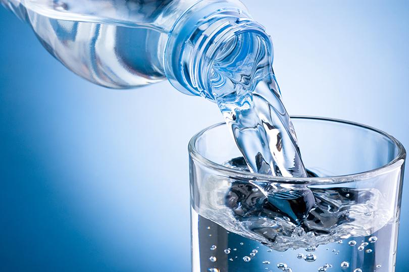 Качество жизни: сколько вдень нужно выпивать воды икак правильно еевыбирать?