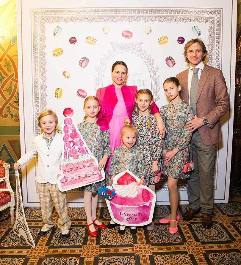 Ольга Томпсон с семьей