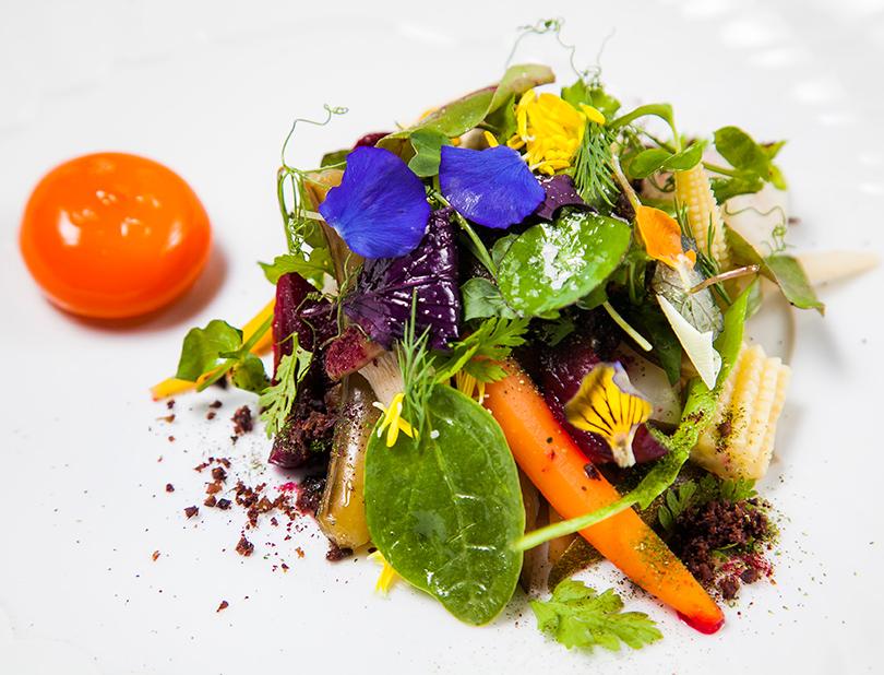 «Сезонные маринованные овощи сжелтком иапельсиновым кремом»