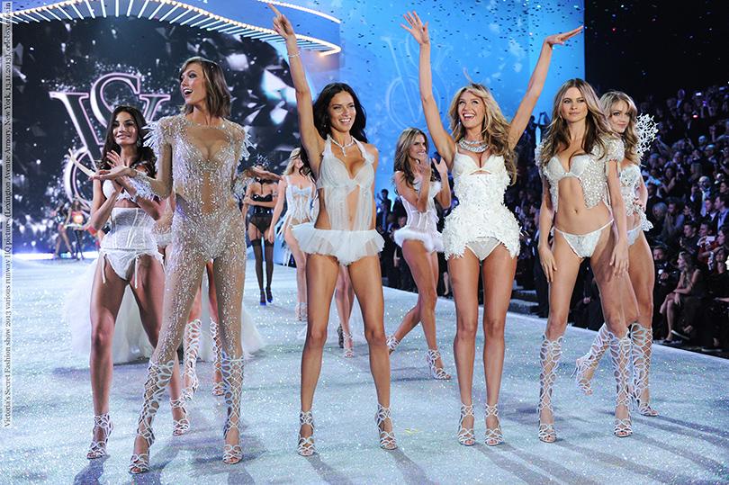 Style Notes: секреты Victoria's Secret. Как превратить бренд в культурный феномен? Показ, прошедший в ресторане Cipriani в 1999 году, официально закрепил титул «ангелов» за моделями Victoria's Secret