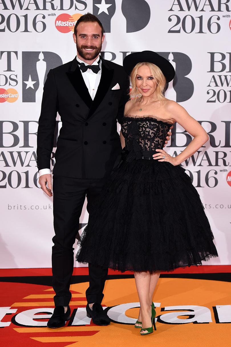 Неожиданные победители и стильные гости Brit Awards 2016: счастливые обрученные Джошуа Сасс иКайли Миноуг