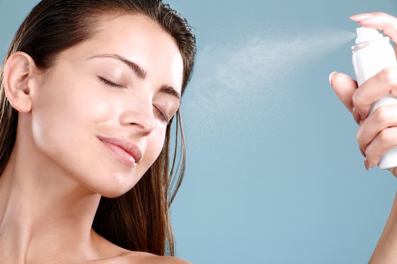 Идеальная косметичка: как пользоваться термальной водой и в каких случаях она вредна?