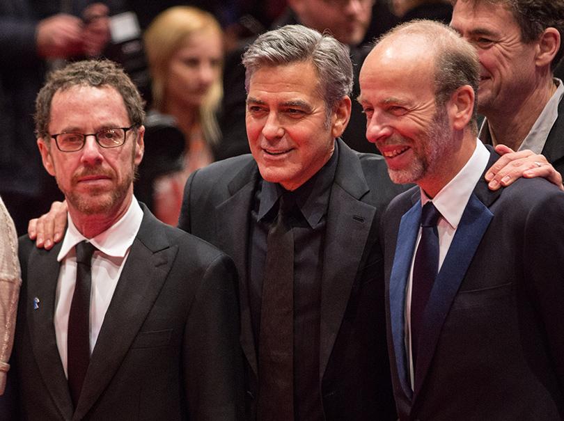 Джордж Клуни и Итан Коэн на премьере картины «Да здравствует Цезарь!», открывшей фестиваль