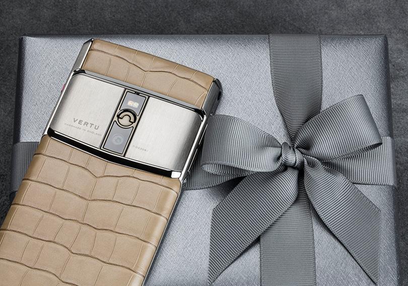 Новый год. Men inStyle: 9идей подарка для мужчины совкусом. Стильный смартфон сэксклюзивным дизайном, Vertu
