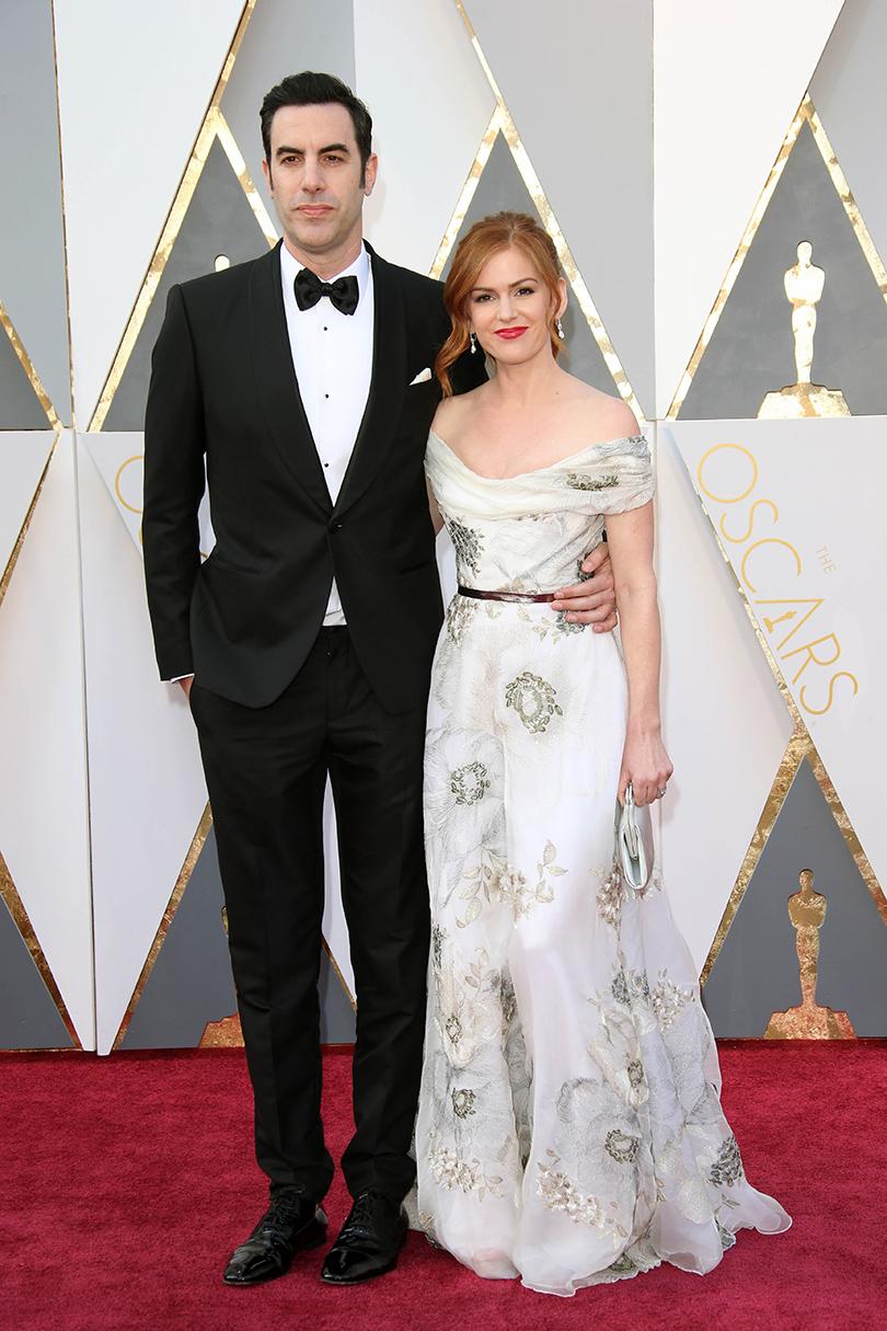 Звездные пары на церемонии вручения кинонаград «Оскар-2016»: Саша Барон Коэн и Айла Фишер в Marchesa