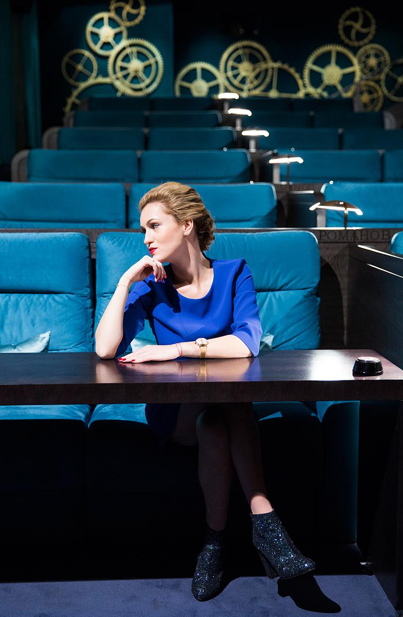Woman in Power: Рената Пиотровски. НаРенате: платье Boss, ботильоны Charlotte Olimpia, часы IWC Portofino Automatic37 Moon Phase