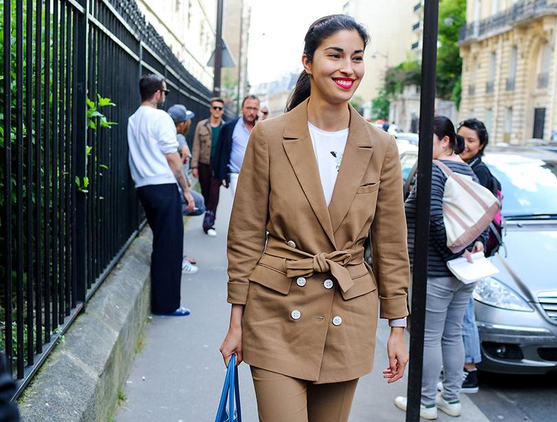 Street Style: лучшие образы на неделях мужской моды. Модный редактор Кэролайн Исса