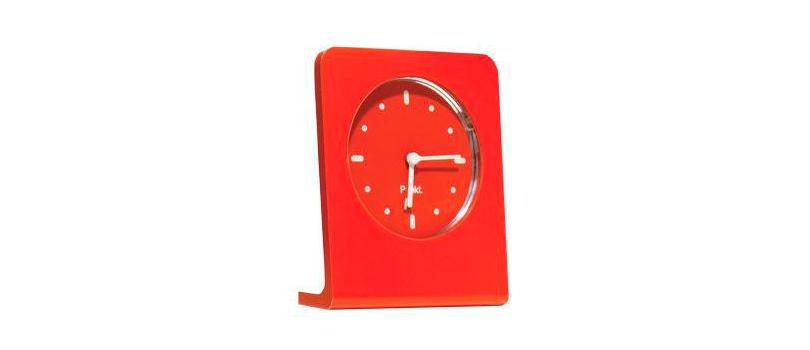 Лаконичные и яркие часы из алюминия Jasper Morrison & Punkt Clock оснащены всеми необходимыми для современного будильника функциями.