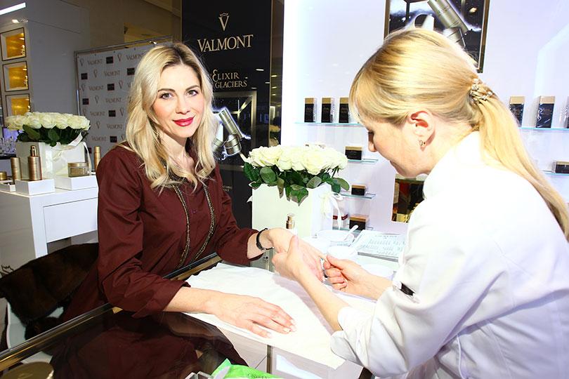 BeautyShopping: вЦУМе открыли корнер Valmont. Анна Невская