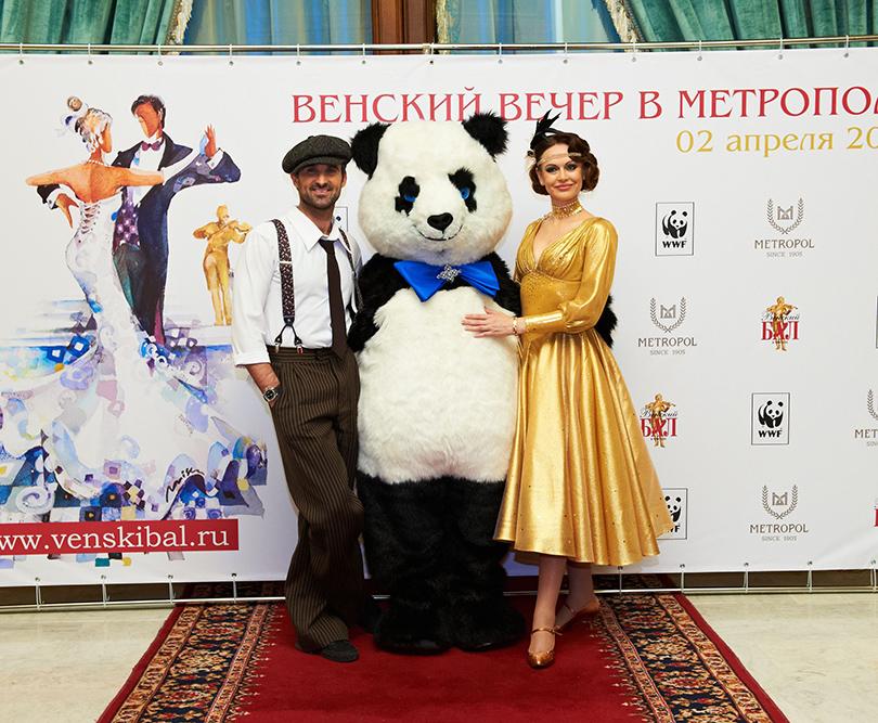 Актриса Ирина Безрукова иеепартнер по«Танцам созвездами» Максим Петров приехали набал сразу после эфира очередной программы