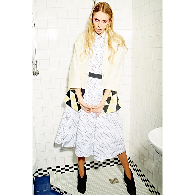 НаЯсмине: батистовая блузка июбка Gravitaight, пиджак изплотной льняной ткани Laroom, серьги изжёлтого металла Magia diGamma, кожаные полусапоги Giuseppe Zanotti Design