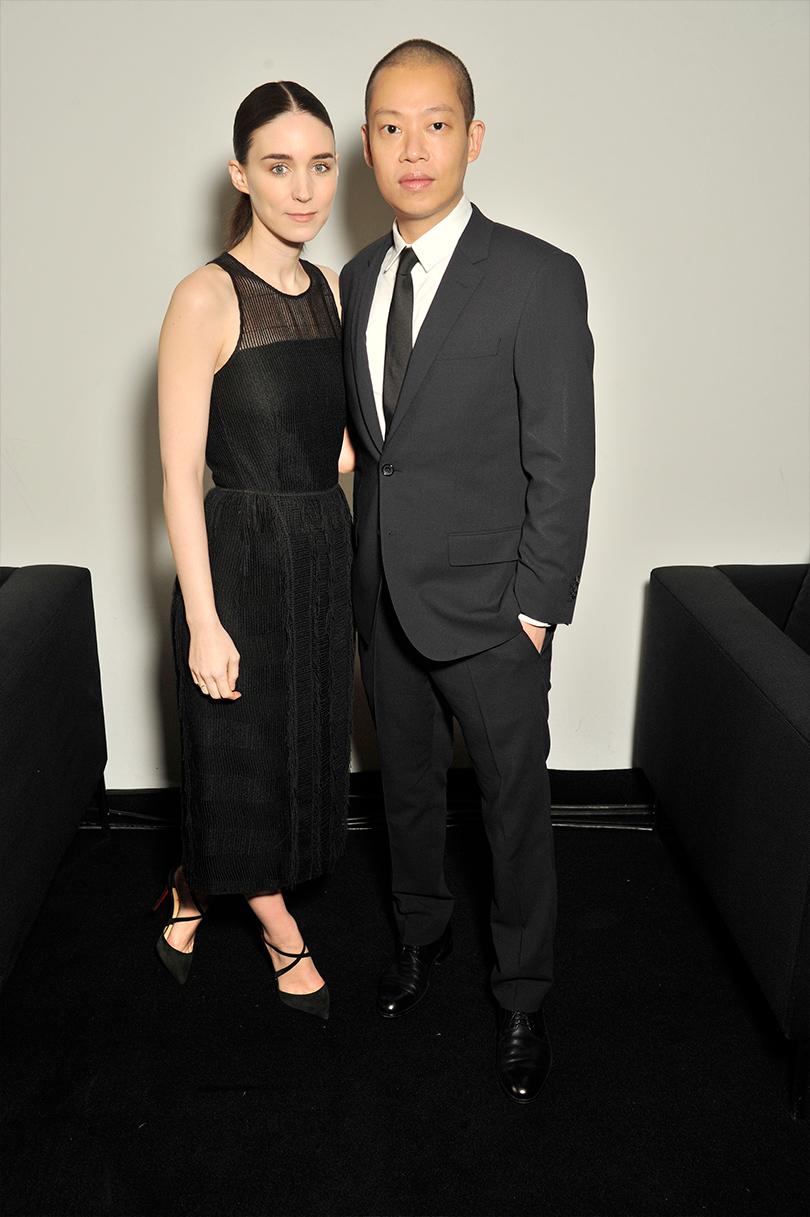 Показ BOSS произвел фурор на Неделе моды в Нью-Йорке: Руни Мара и Джейсон Ву