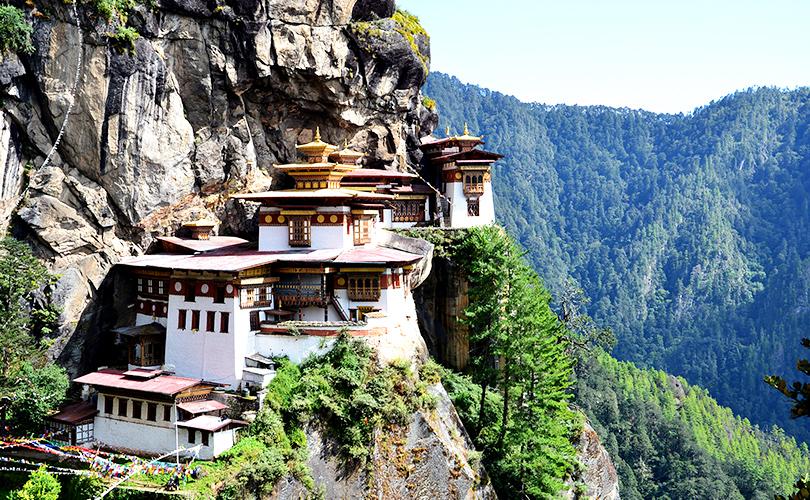 Монастырь Такцанг («Гнездом тигра») в долине Паро в Бутане