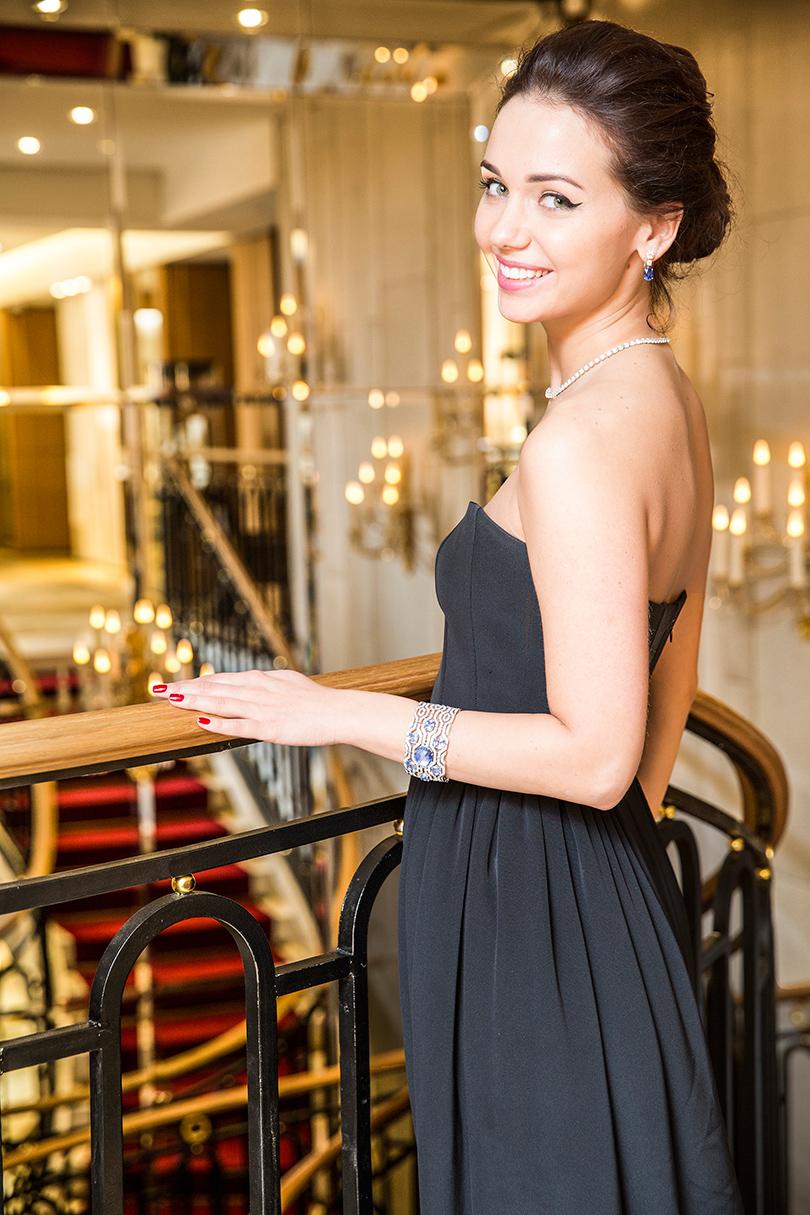 Идея подарка: ювелирные украшения Cartier,  платье IZETA