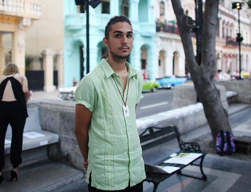 Показ круизной коллекции Chanel на Кубе. Модель Антонио Кастро, внук Фиделя Кастро
