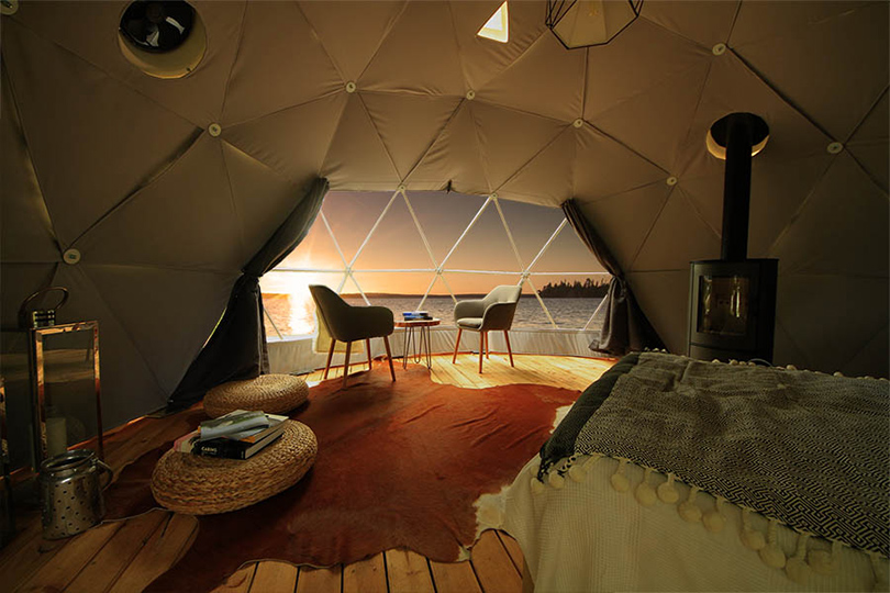 Иглу Aurora Domes наберегу озера Торассиеппи