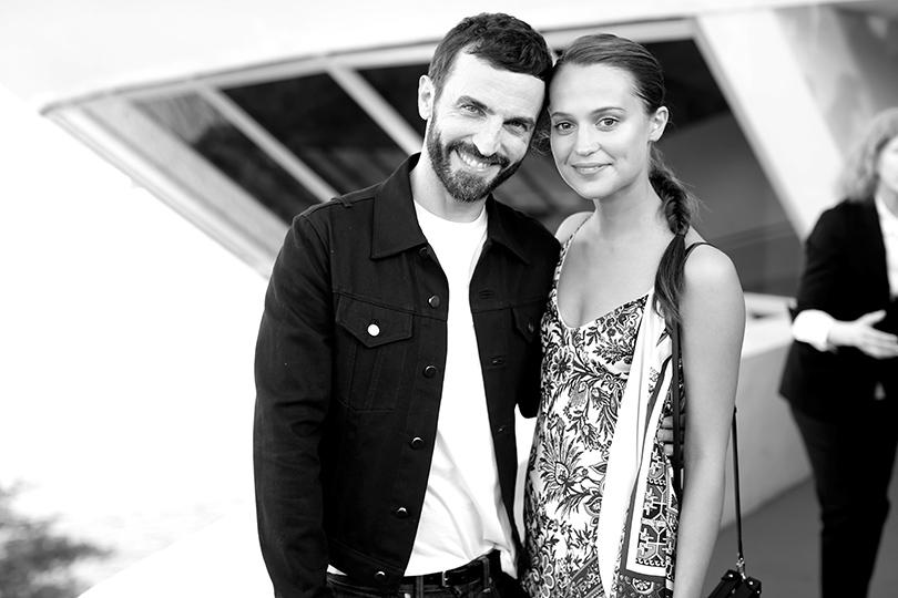 Style Notes: показ круизной коллекции Louis Vuitton в Рио. Николя Гескьер и Алисия Викандер